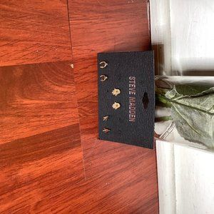 Steve Madden Jewelry - Earring set